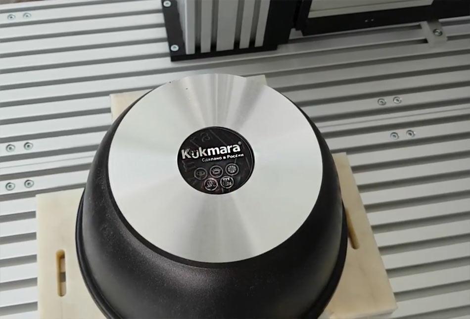 Лазерная маркировка посуды из металла. Пиктограммы и логотип нанесены лазерным станком ТурбоМаркер.