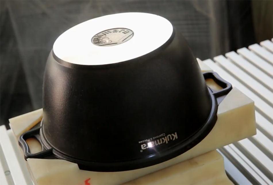 Лазерная маркировка посуды из металла. Логотип наносится лазерным станком ТурбоМаркер.